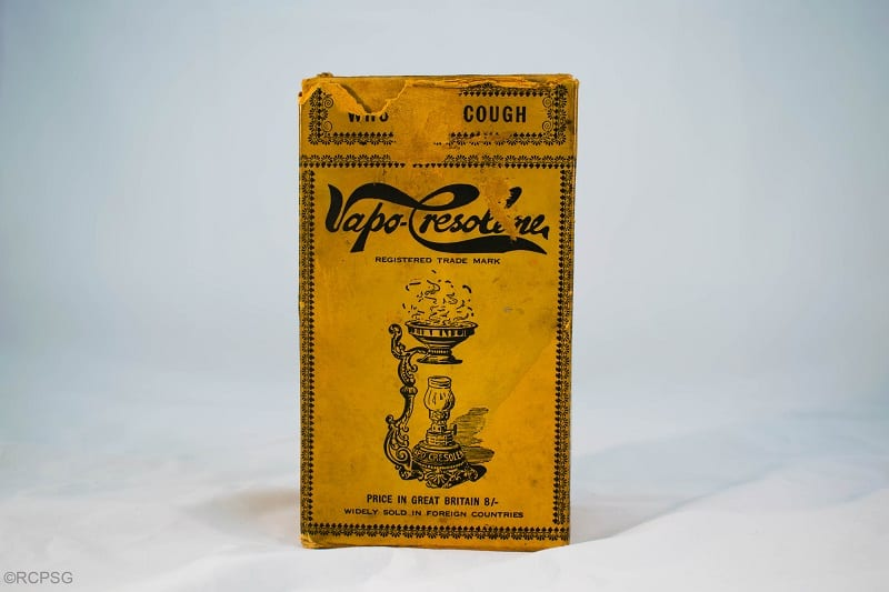 Box containing the Vapo-Cresolene lamp