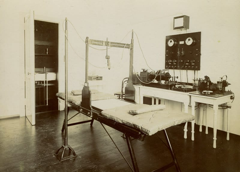 electrical department at Glasgow Royal Infirmary c.1914