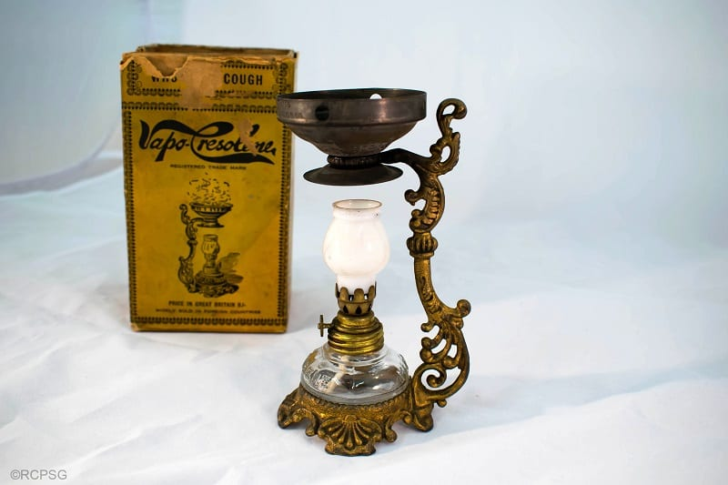 Vapo-Cresolene lamp with box
