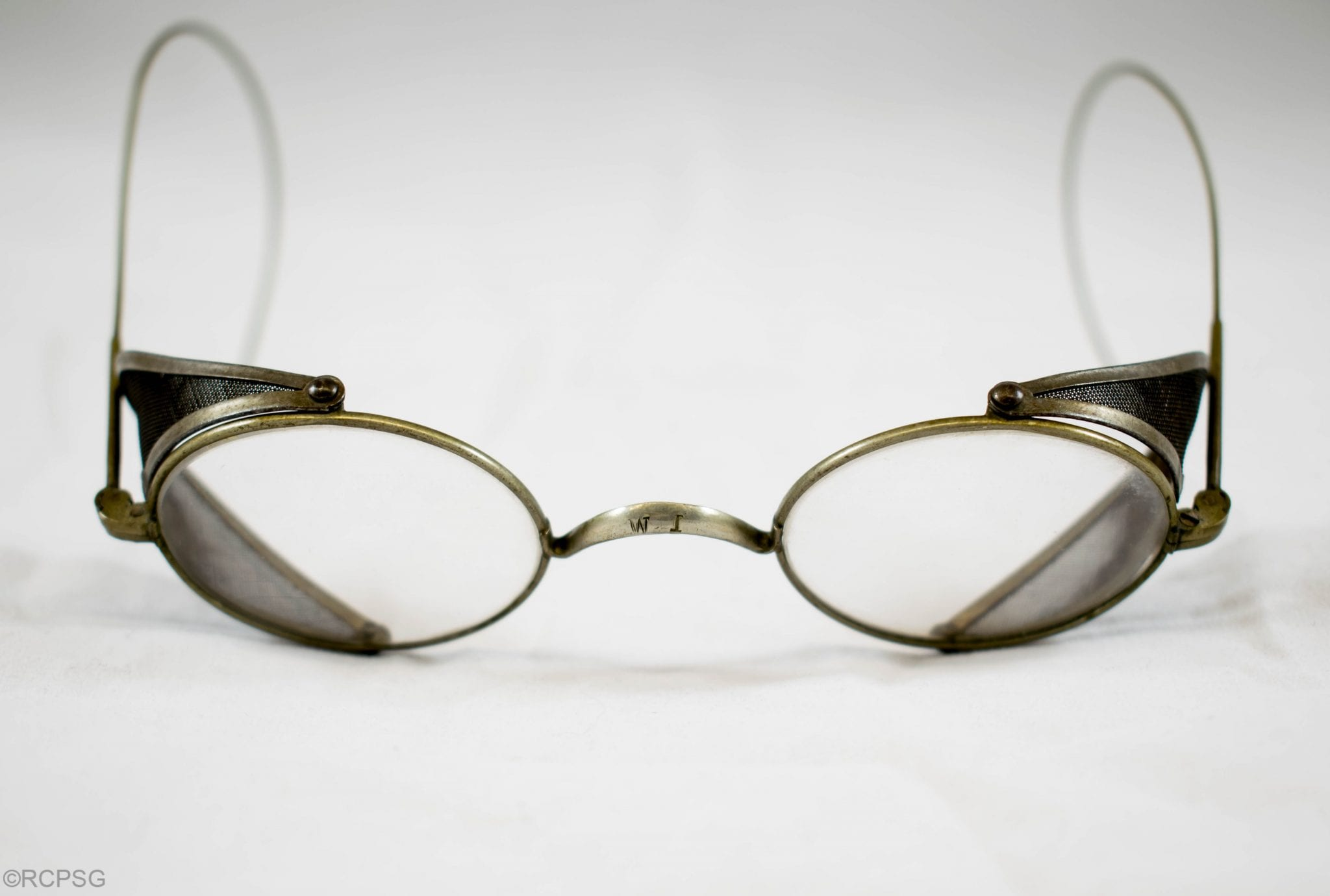 Wire framed spectacles
